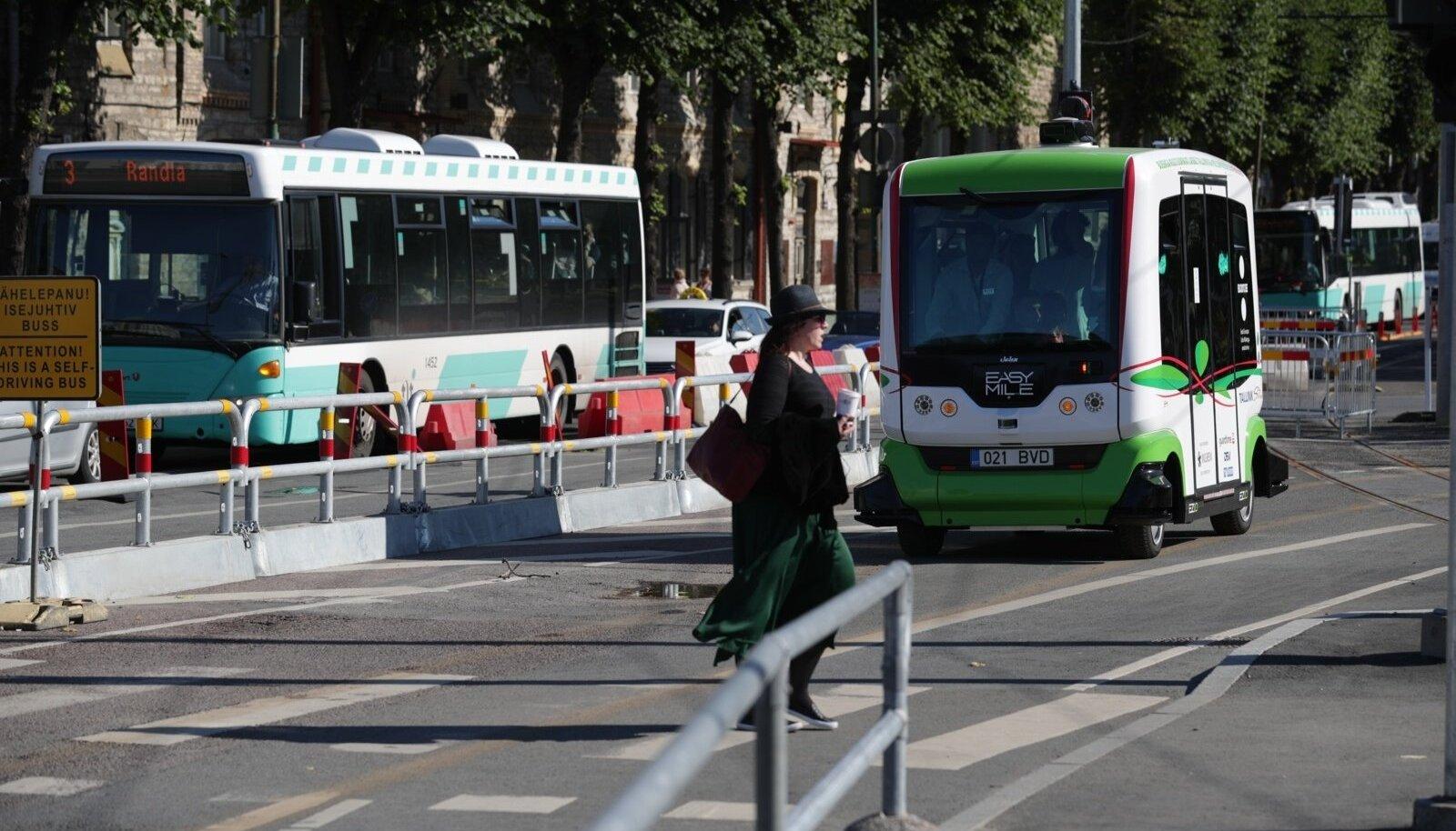 Isejuhtiv buss Tallinnas
