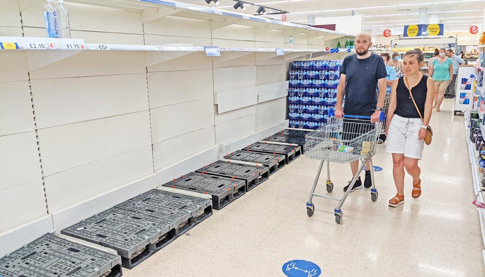 Letid tühjad. Möödunud neljapäeval avanes Kenti supermarketi riiulite vahel selline pilt.