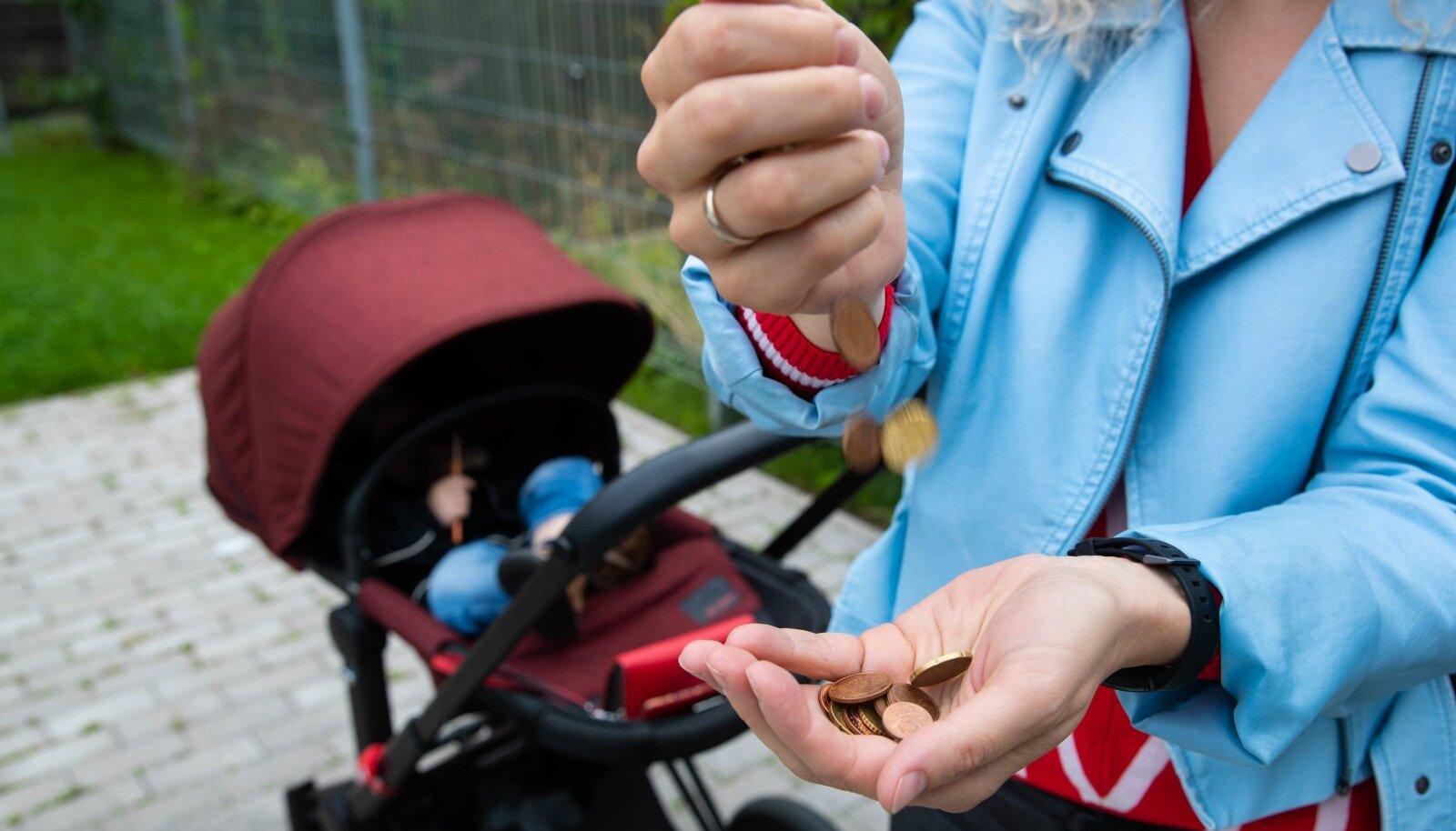 Praegu on kehtiv miinimumelatis ühele lapsele 292 eurot kuus. Kui seadus jõustub, on see uuest aastast vaid 193 eurot kuus.