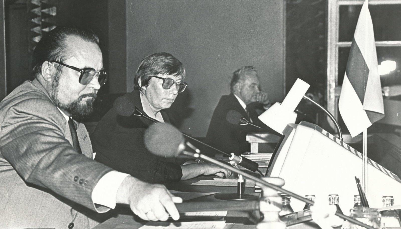 Ülo Nugise haamrilöök kuulutas Eesti taasiseseisvumisaja algust.