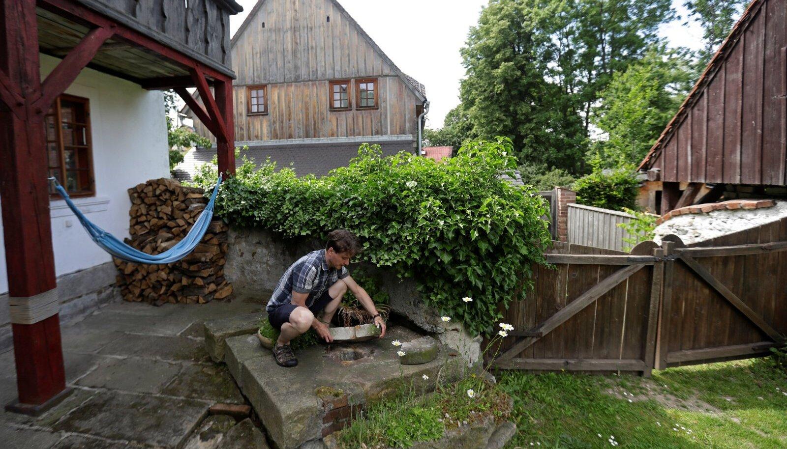 Tšehh Milan Starec oma piirilähedasest kodukaevust enam vett ei saa.