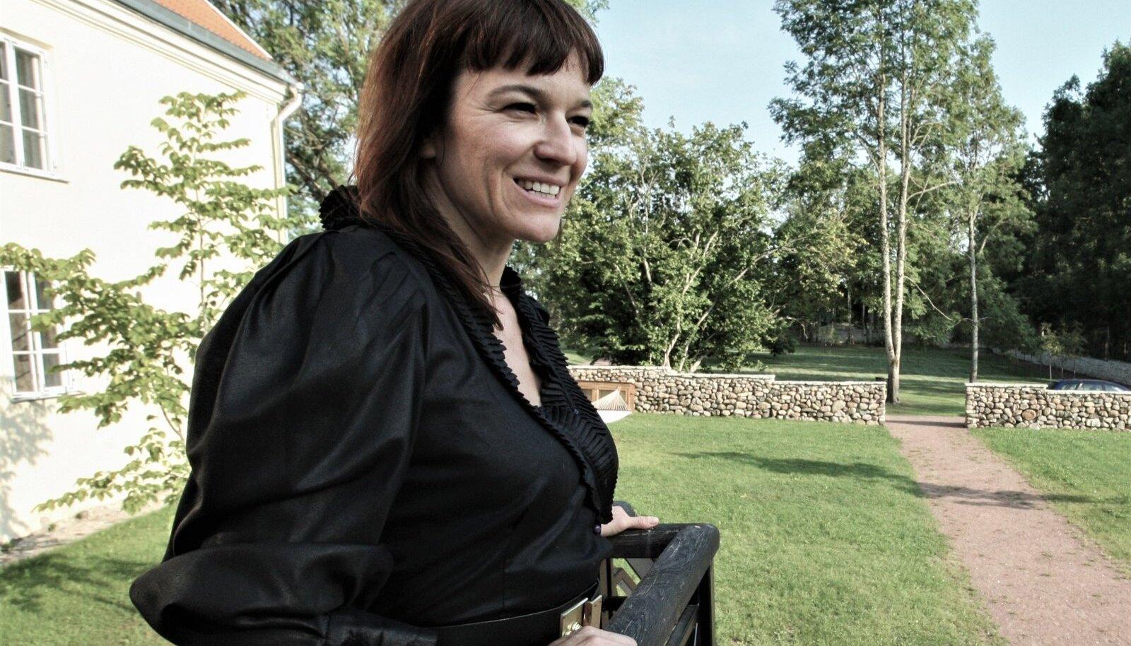 KES TEGELIKULT VALETAB? Mary Kross läks välismaale ja pärast seda muutus suhtlus uurijatega minimaalseks.