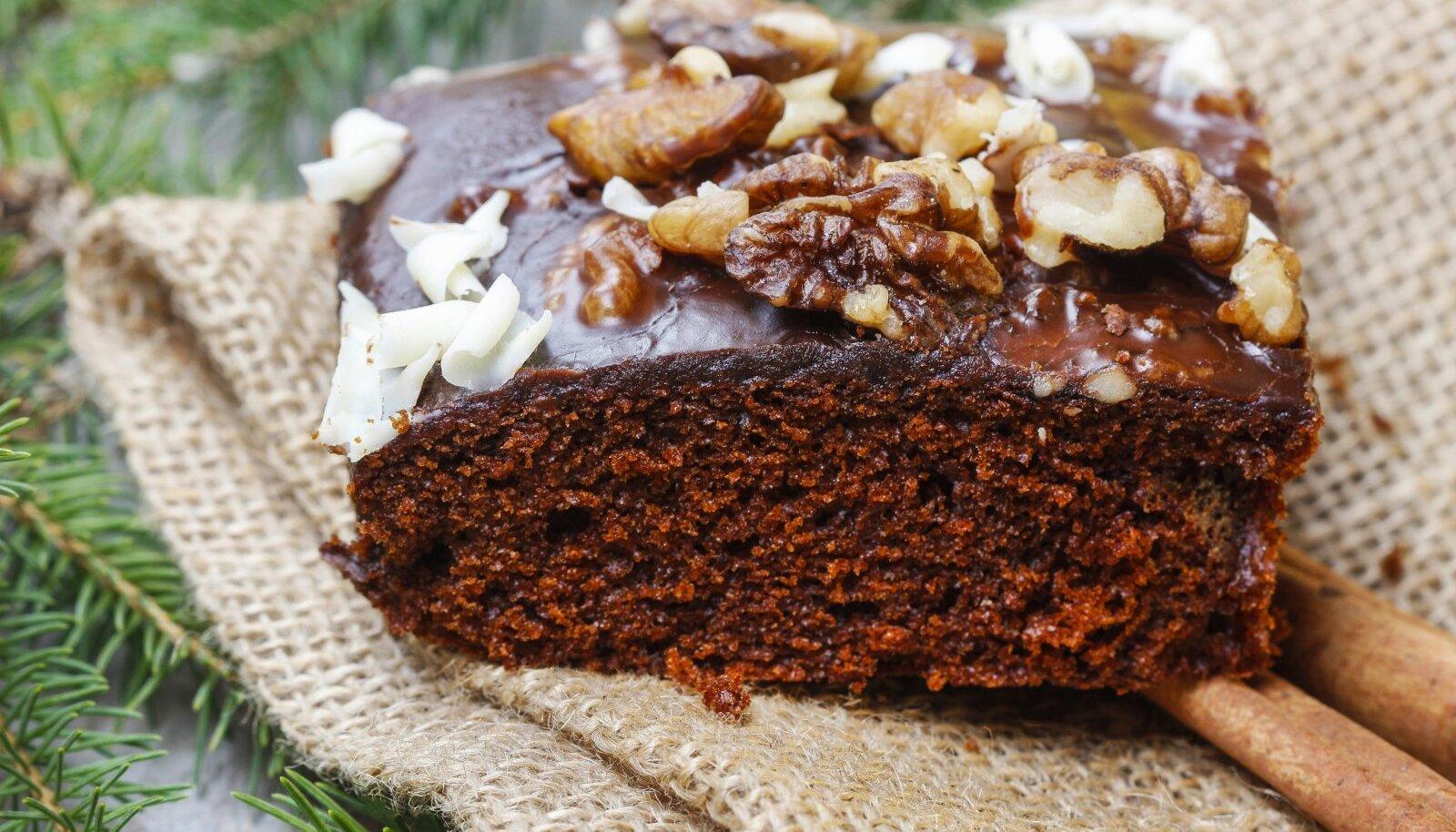 Plaadikoogi puhul lõika kook väikesteks ruutudeks või vajuta piparkoogivormidega välja erinevaid kujundeid.