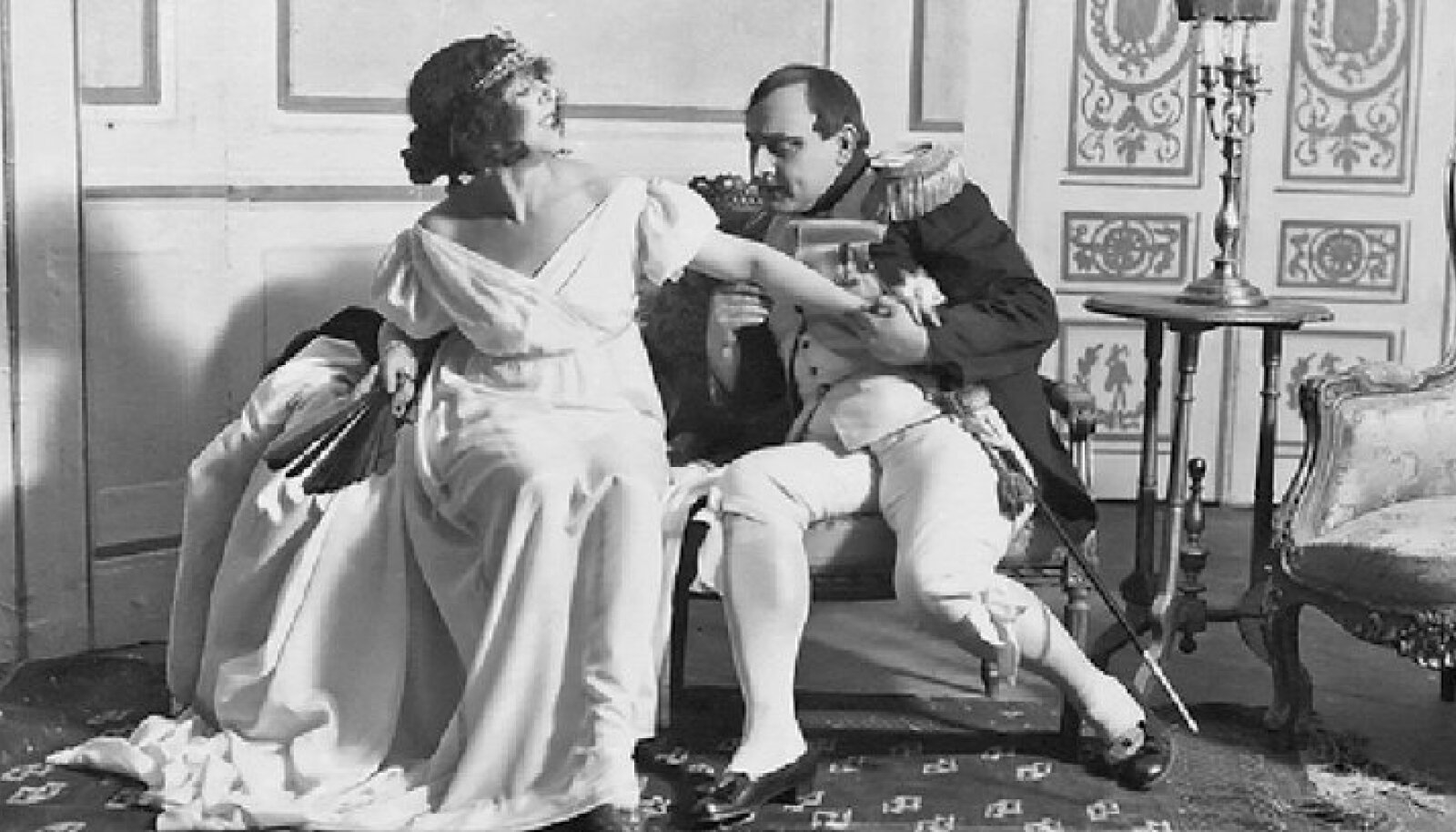 """Netty Pinna Catherine'ina ja Paul Pinna Napoleonina Victorien Sardou näidendi """"Madame Sans-Gêne"""" lavastuses 1922. aastal"""