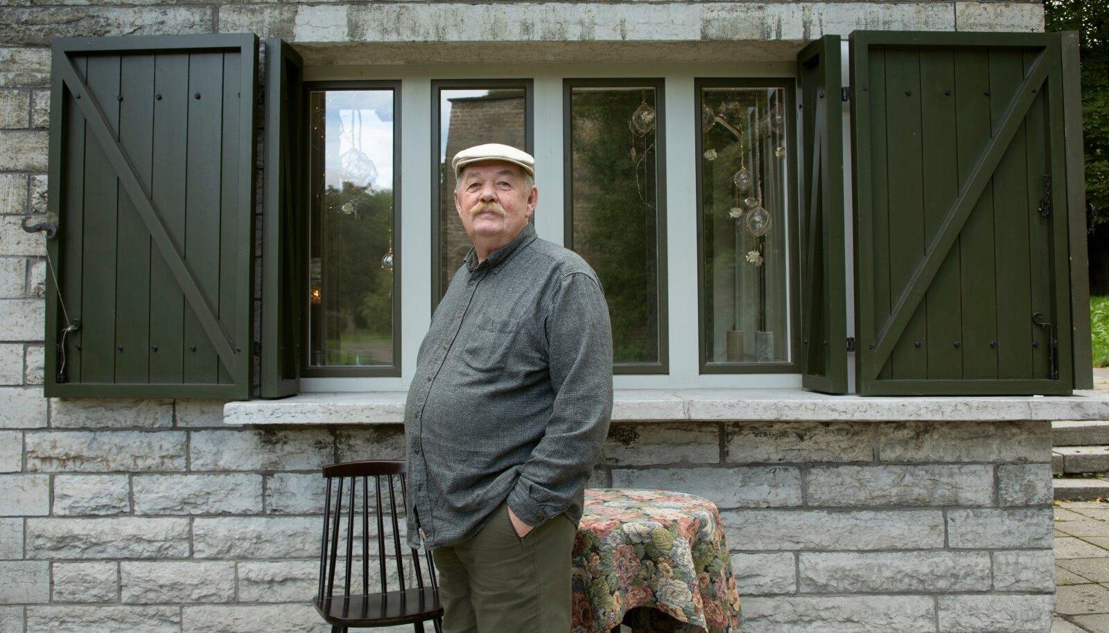 Vladislav Koržets oma Kalambuuri ees. 19. augustil pani Tallinnas Hirvepargi veerel asuv pererestoran ukse teadmata ajaks kinni.