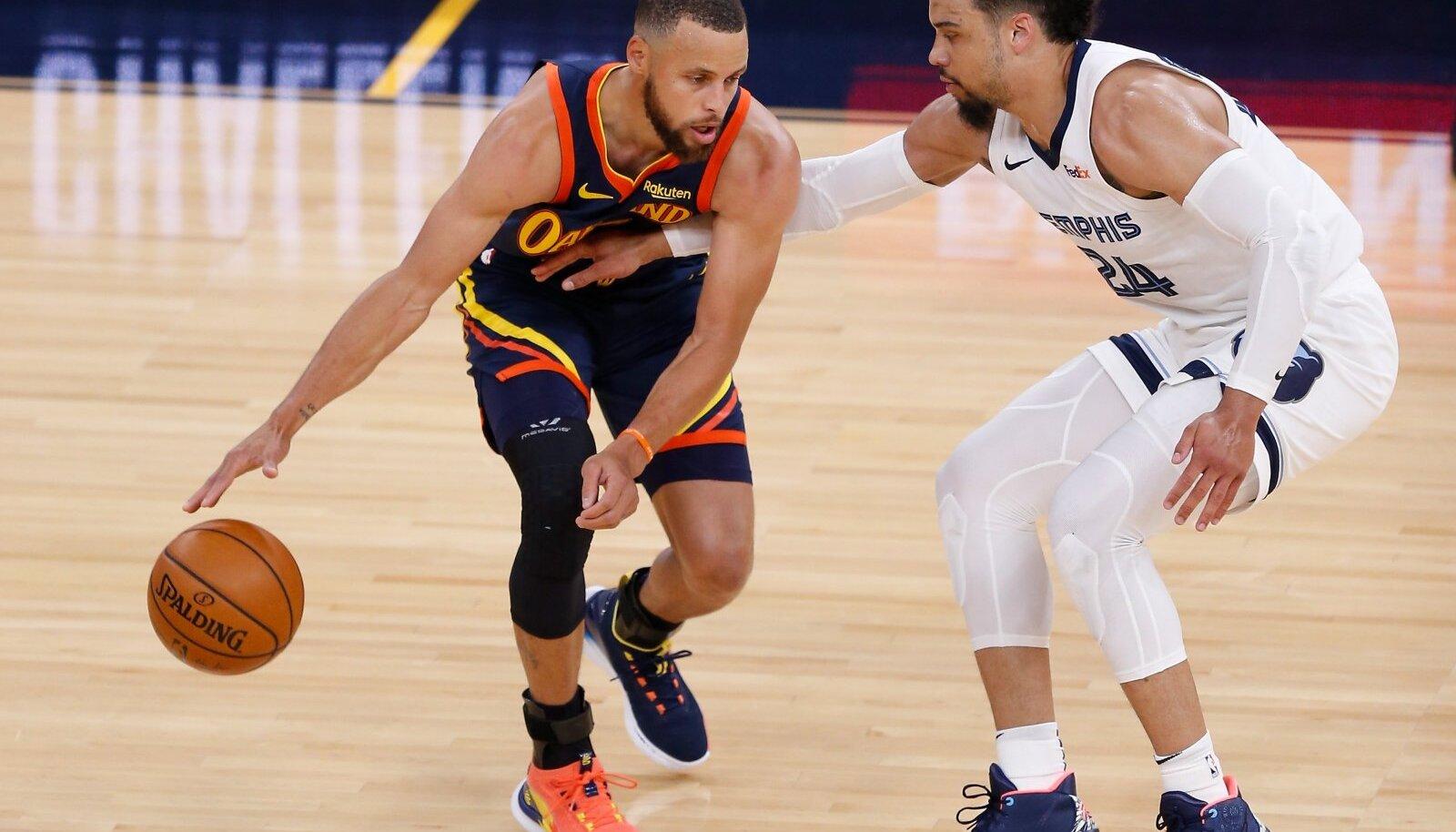Warriorsi mängumees Stephen Curry (vasakul)