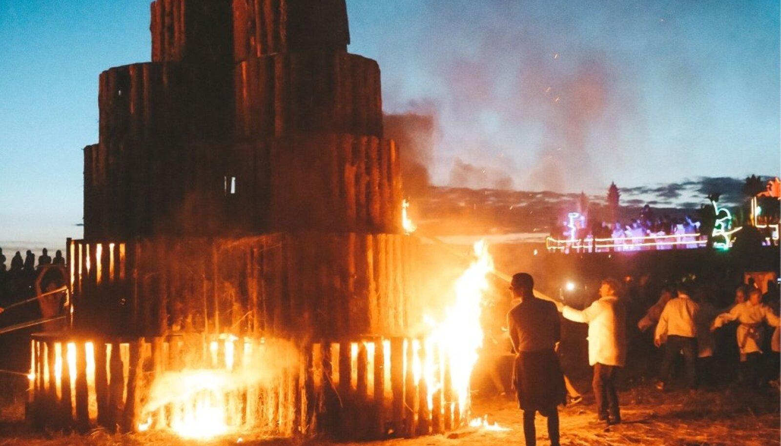 Non Grata tuleskulptuurid festivalil I Land Sound
