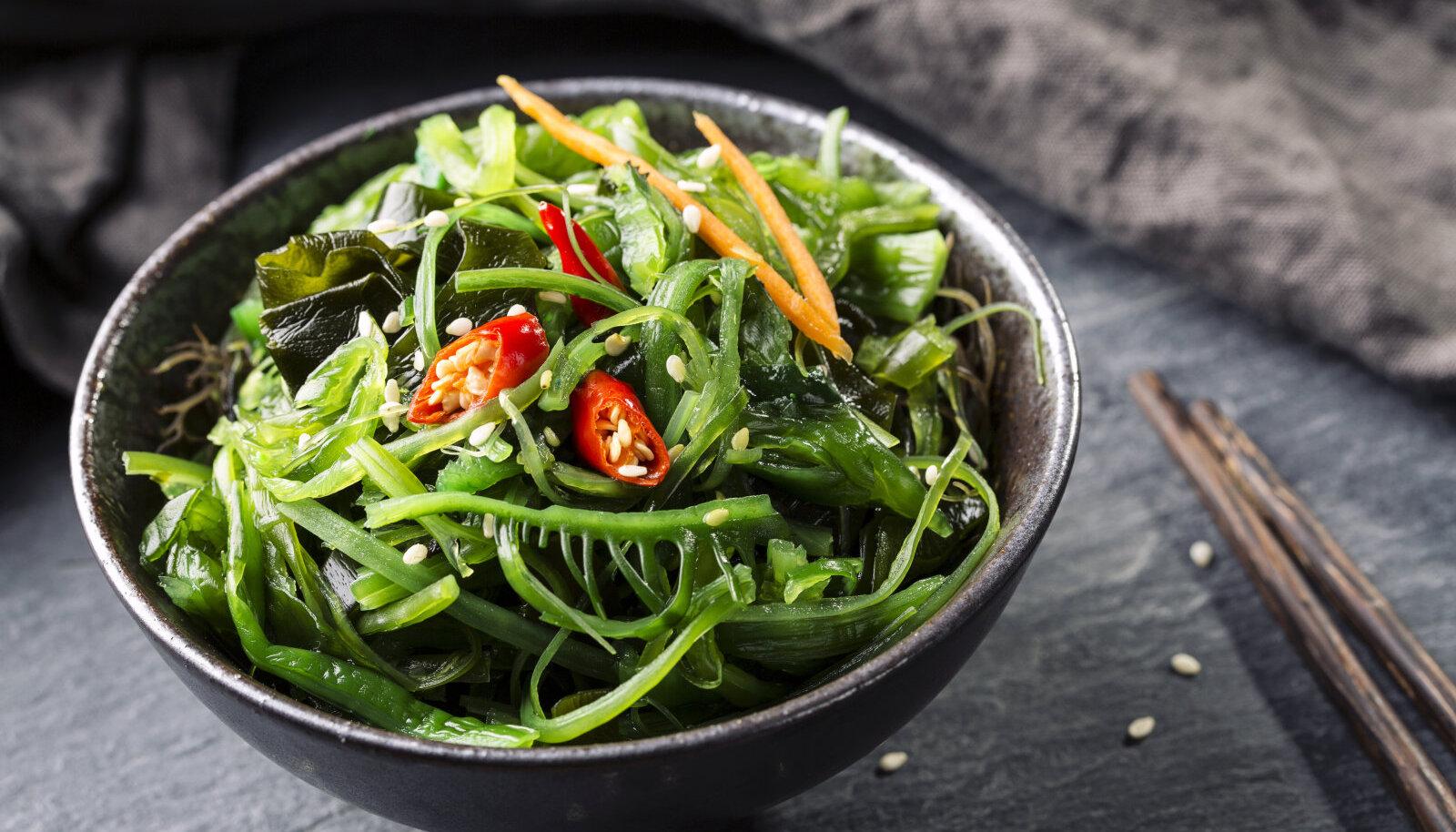 Erinevad vetikad sisaldavad rohkelt inimesele kergesti omastatavaid kasulikke aineid.