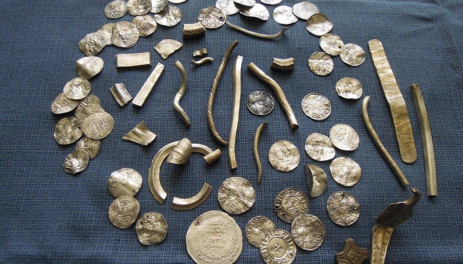 Läänemere kaubateede äärde jäänud Ida-Virumaa on aareterikas. Tegu on Varja II hõbeaardega, mis pärineb XI sajandist ja osutab arheoloog Mauri Kiudsoo sõnul otsekontaktidele Gotlandi saarega.