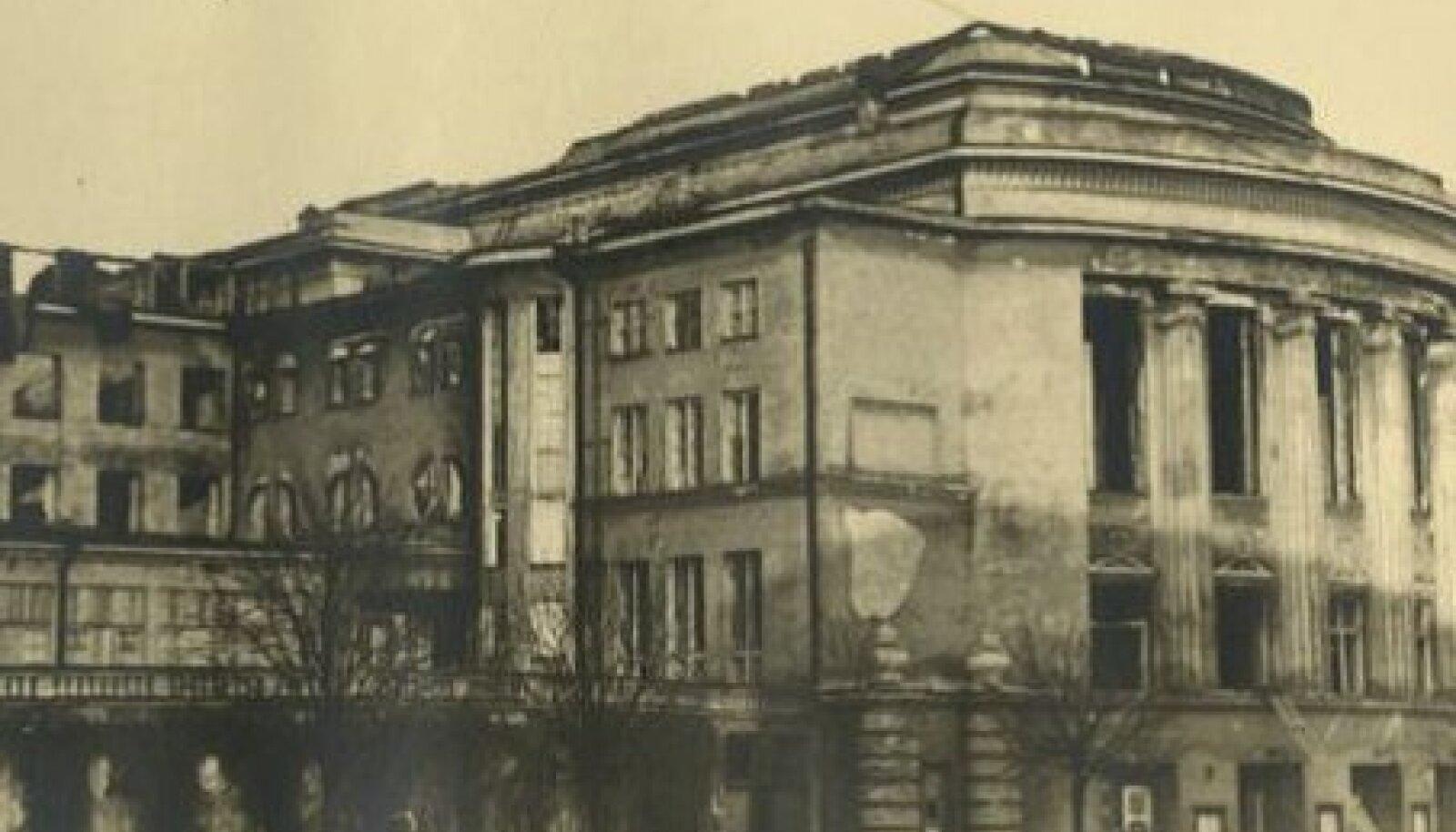 Estonia teater pärast pommitamist