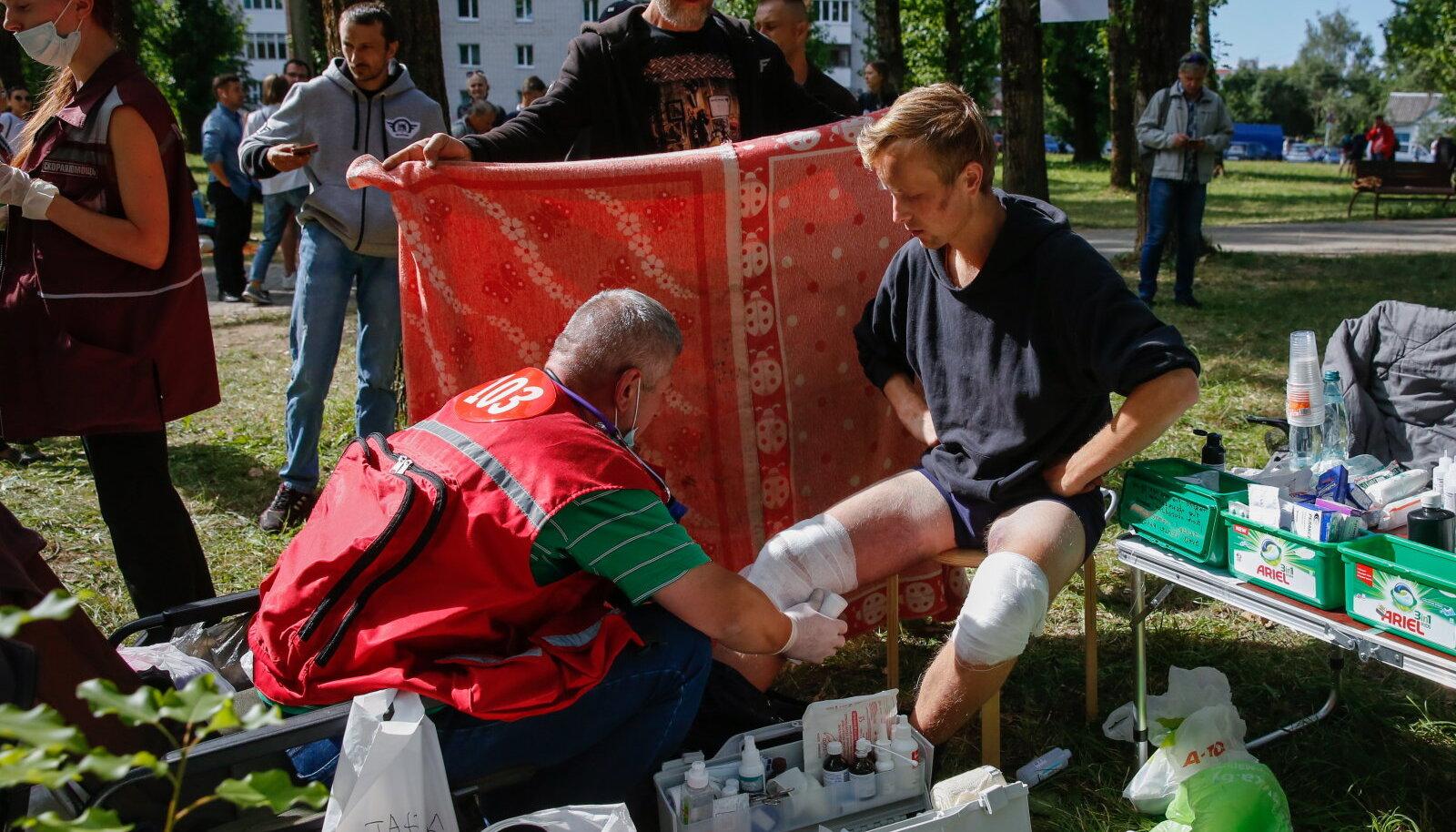 Valgevene arstid 14. augustil piinakambrist vabastatud meest ravimas
