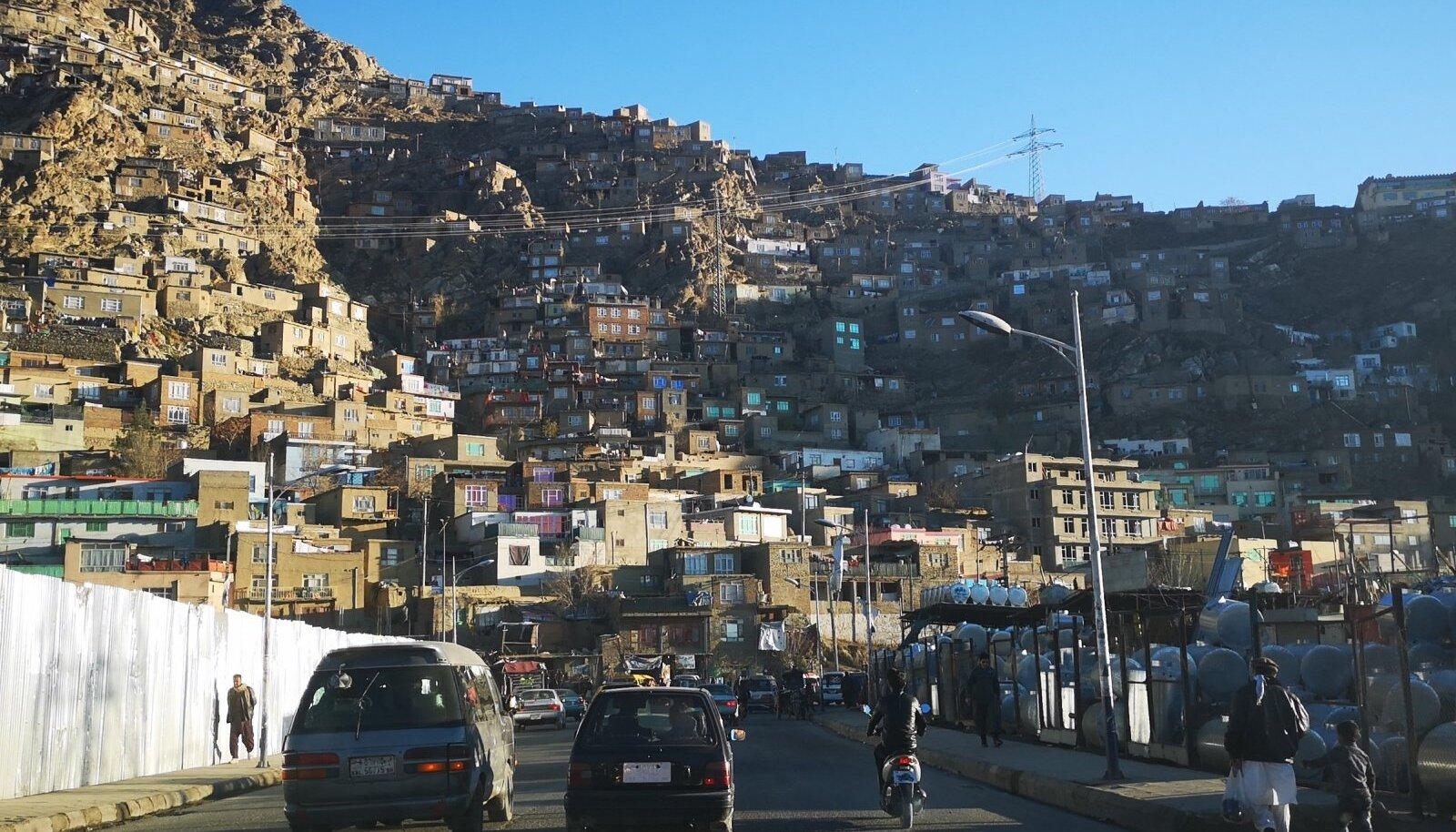 """""""Küll on ilus see Kabul!"""" ütlesin. """"Nendes majades pole ei elektrit ega vett ega kanalisatsiooni,"""" vastas Massoud."""