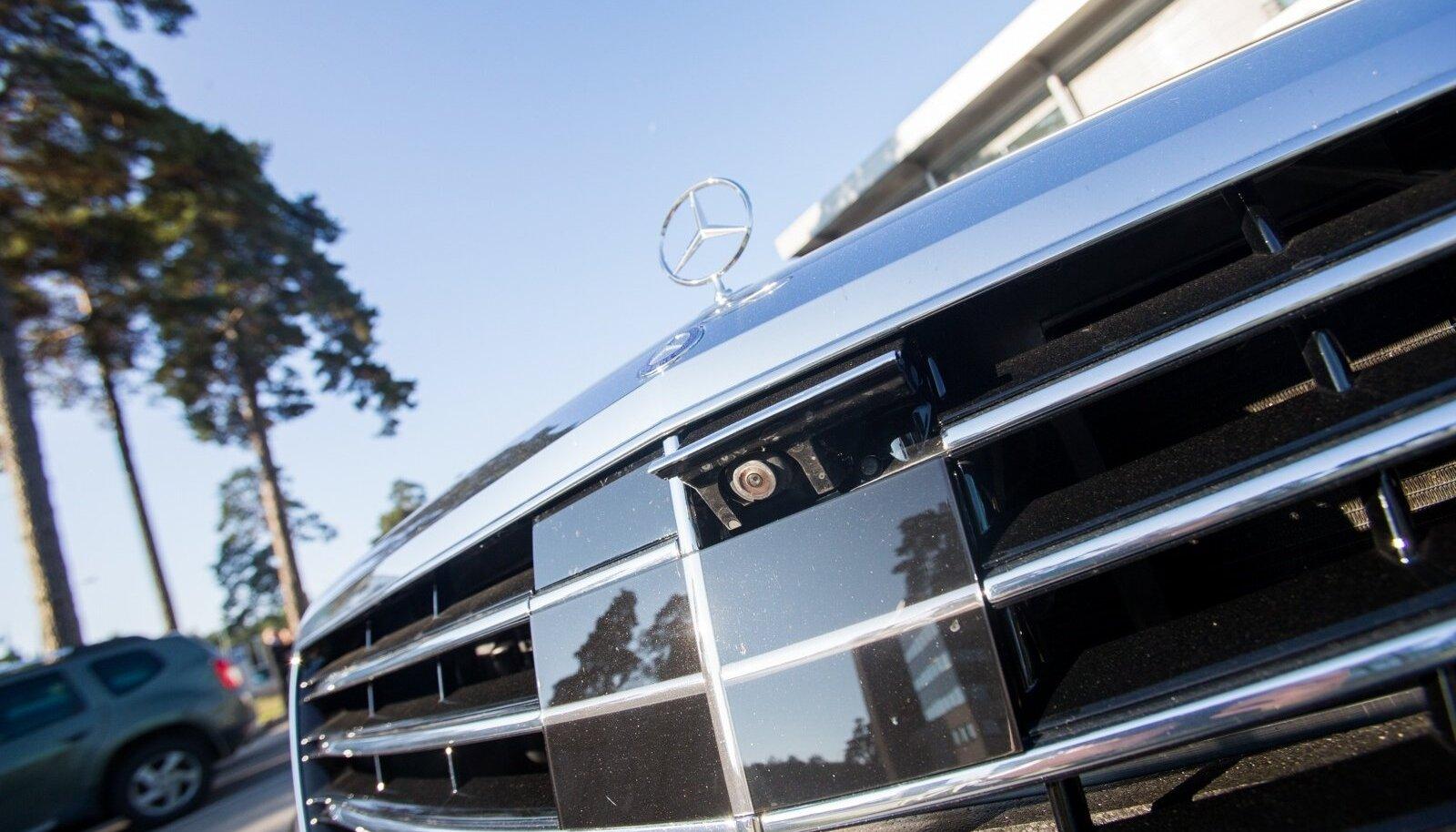Genka Mercedest parkimas