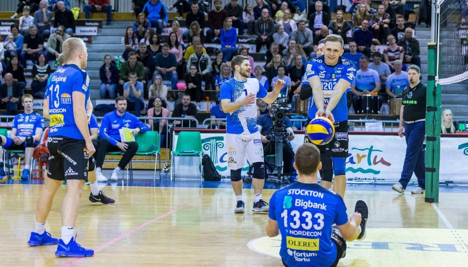 Nii Ronald Järv (vasakul), Rait Rikberg (keskel) kui ka Meelis Kivisild (paremal) ei pea finaalseeria ajakava mõistlikuks.