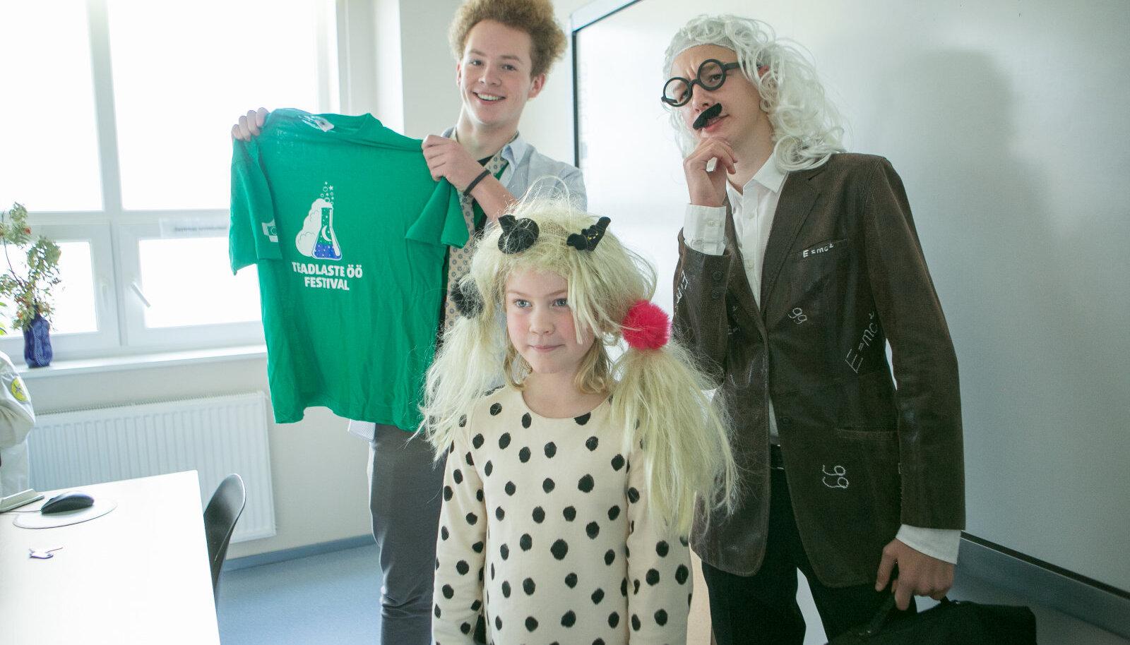 Teadlaste kostüümikonkursi kolm väljavalitut – Karl-Alder Kuivjõgi (vasakul), Ermo Nõmm ja Iti Piht.