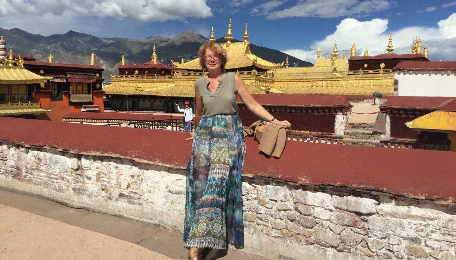 OTSIDES McDONALDSIT JA HINGERAHU: Europarlamendi liige Yana Toom Tiibetis.
