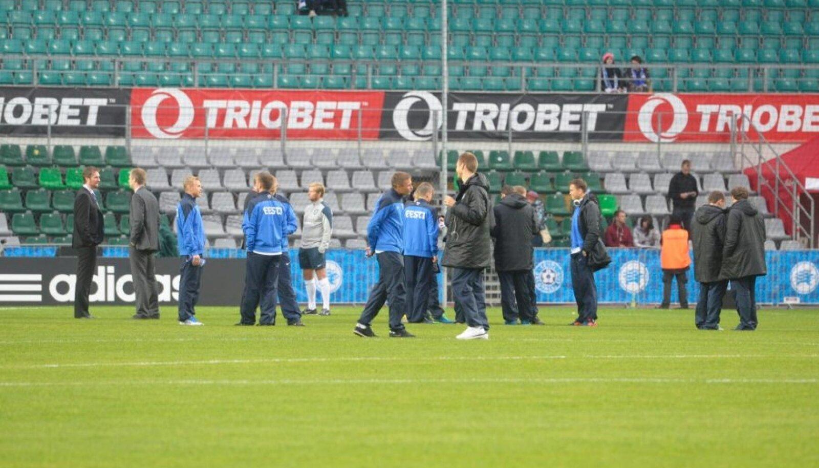 Äsja staadionile saabunud Eesti jalgpallikoondis