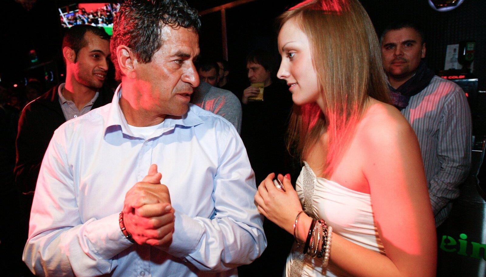 Getulio Aurelio Fredo ja nime muutnud Mia Belle Trisna 2011. aastal Kalju hooaja lõpuüritusel klubis Privé.