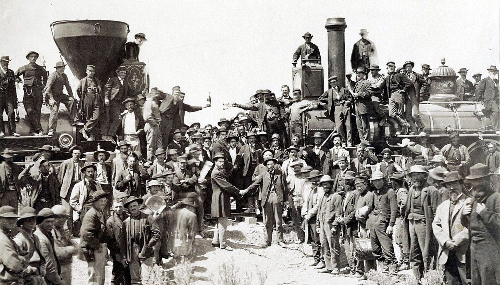 Central Pacific Railroad alustas raudtee ehitamist Californiast ja liikus itta ning samal ajal alustas Union Pacific Railroad Mississippi jõe äärest ja suundus läände. Kaks raudteed kohtusid 10. mail 1869 Promontory Summitis – kohas, kus viimasesse liiprisse taoti kuldne nael. (Foto: Wikimedia Commons)