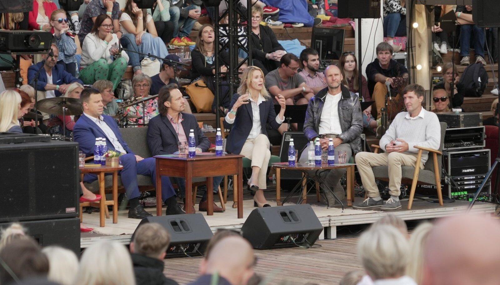 Reedel Paides toimunud arvamusfestivalil arutasid viie erakonna juhid (vasakult Jüri Ratas (KE), Indrek Saar (SDE), Kaja Kallas (RE), Helir-Valdor Seeder (Isamaa) ja Martin Helme (EKRE) elavalt presidendi rolli ühiskonnas. Teoorias ollakse tugevad, kuid sobivat kandidaati pole leitud.