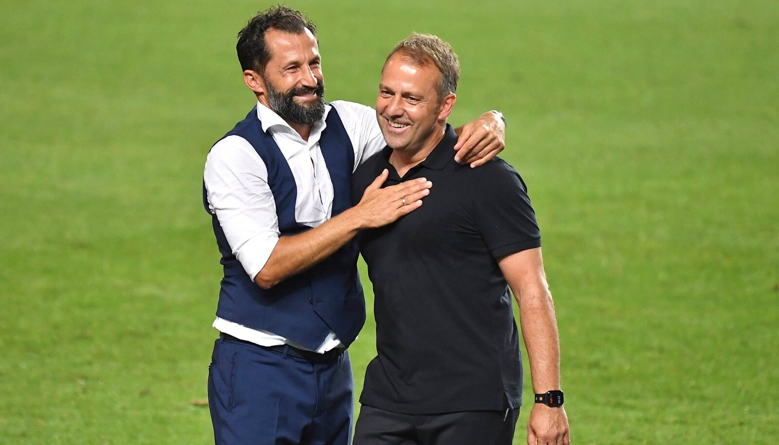 Hasan Salihamidžic (vasakul) ja Hansi Flick mullu tähistamas Meistrite liiga võitmist. Praegu suhted enam nii head ei ole.