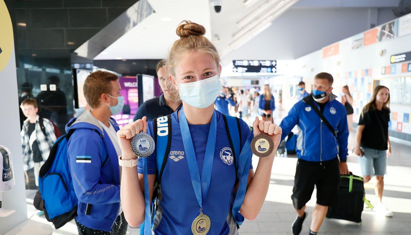 Eneli Jefimova võitis juunioride EM-ilt täiskomplekti medaleid.