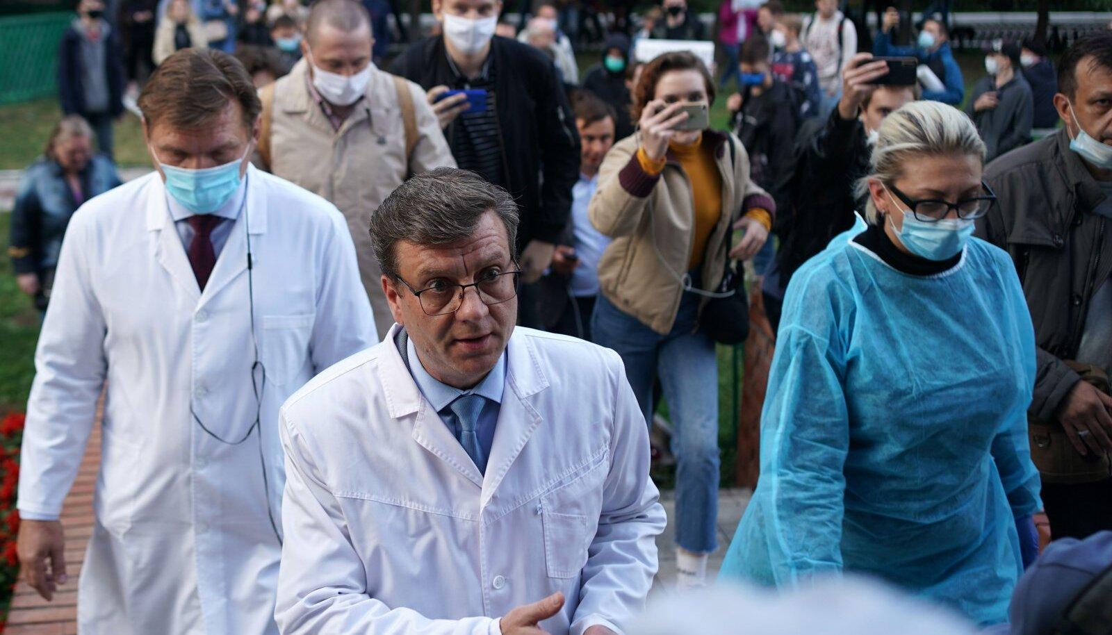Omski haigla peaarst võttis kolleegid Saksamaalt täna vastu.