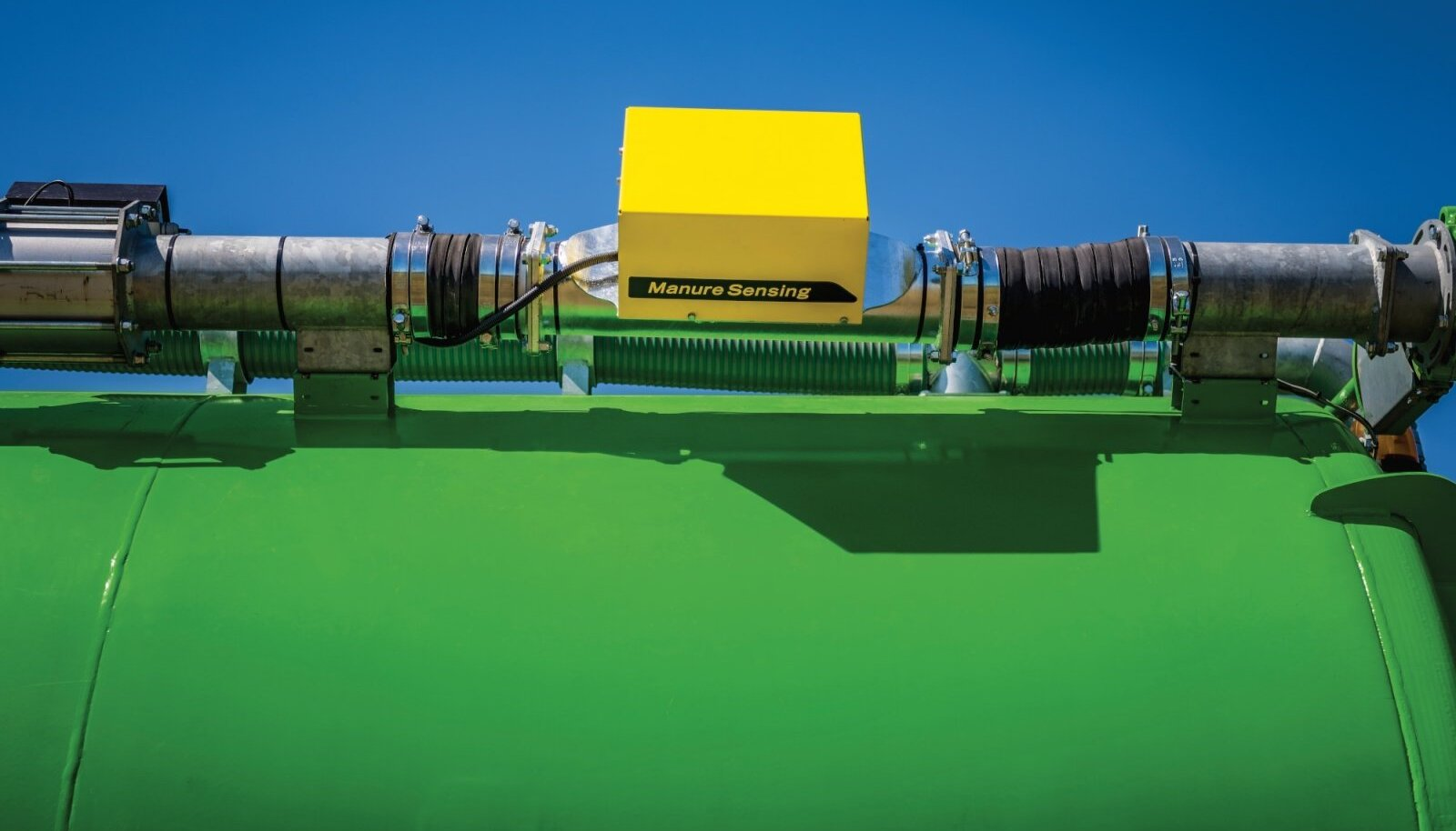 Sõnnikuandur pannakse väljavoolutoru vahele ja sealt läbi voolav materjal skaneeritakse infrapunakiirguse abil.