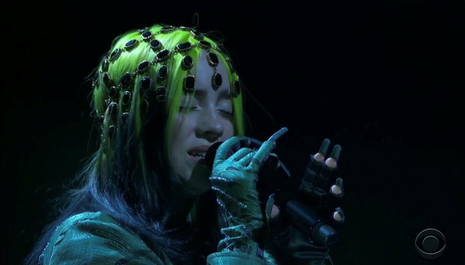 Billie Eilish esinemas Grammyde ajal