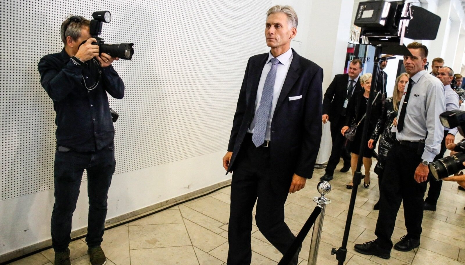 Danske Banki juht Thomas Borgen lahkumas 2018. aastal panga pressikonverentsilt, kus ta selgitas koha mahapanekut