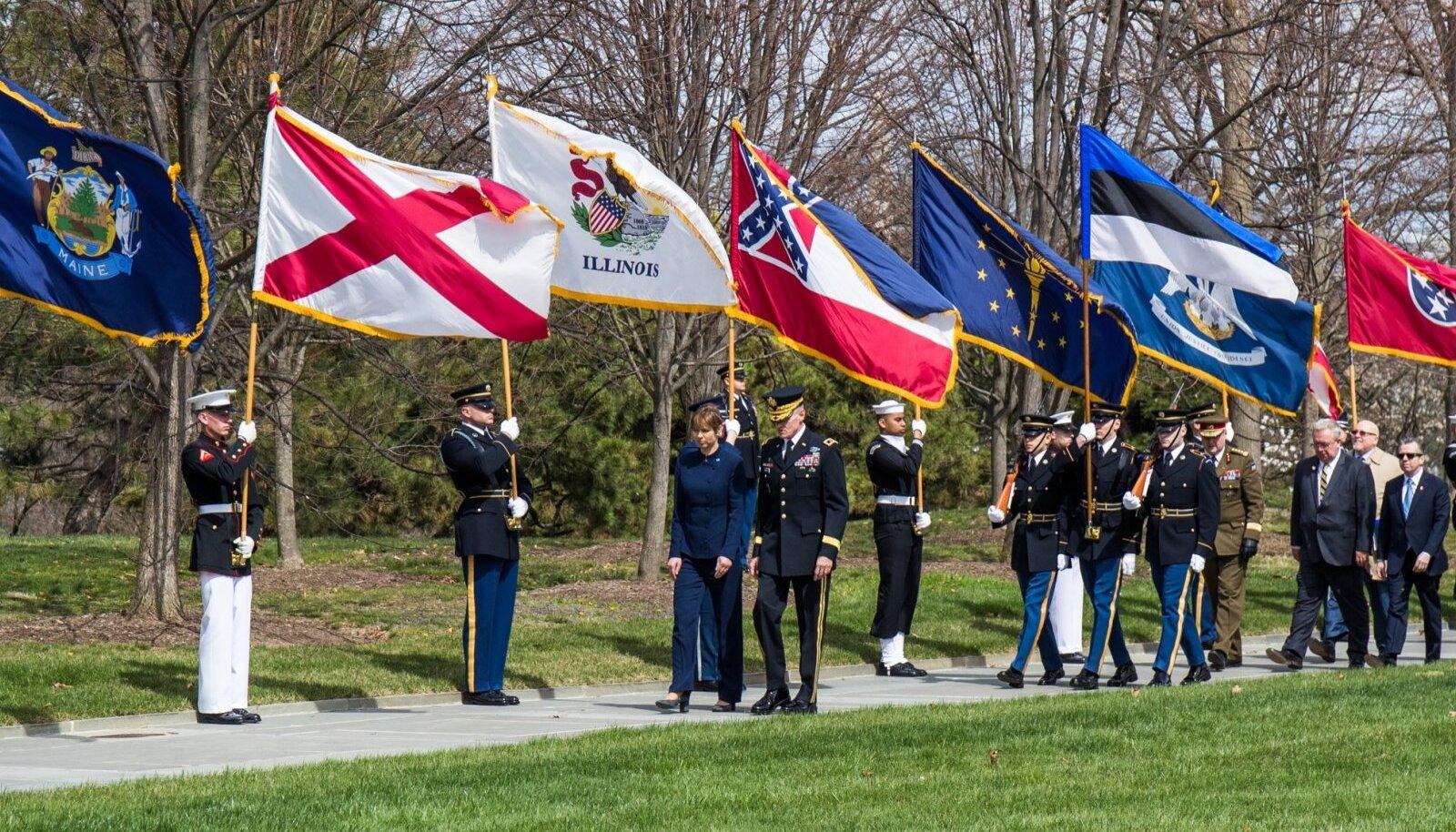 Kersti Kaljulaid külastas Arlingtoni kalmistut