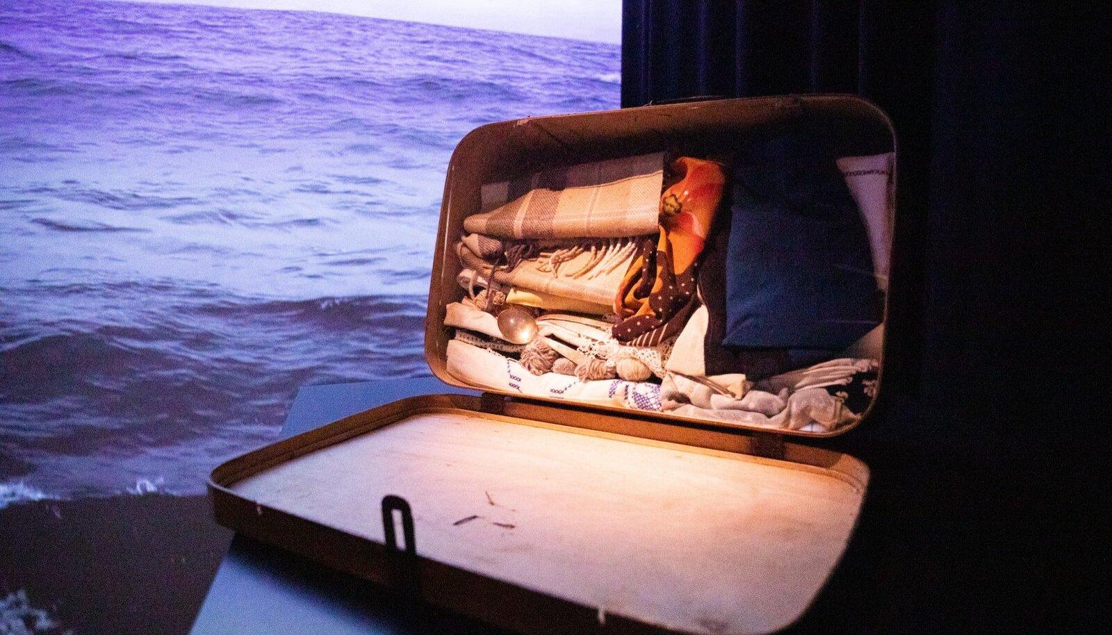 """Umbes selline oli Eestist põgeneja kohvri sisu. Foto Meremuuseumi näituselt """"1944 – Suur põgenemine"""""""