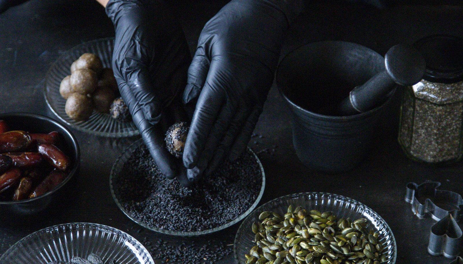 OmaMaitse mustad ja tervislikud toormaiused (foto: Gregor Jürna)