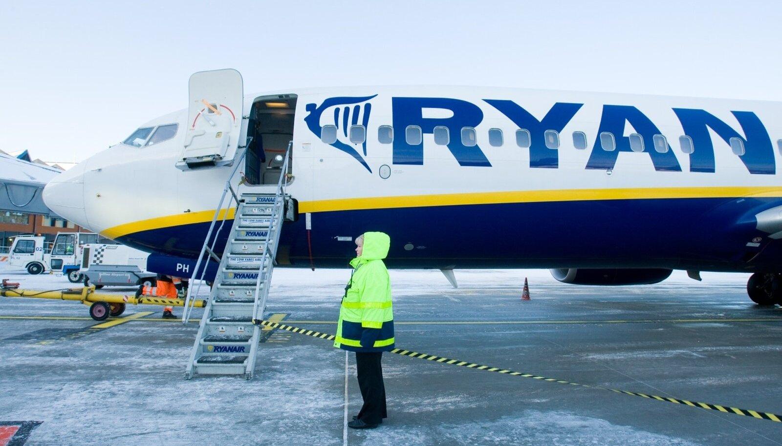 Ryanairi lennuk Talinna lennujaamas.