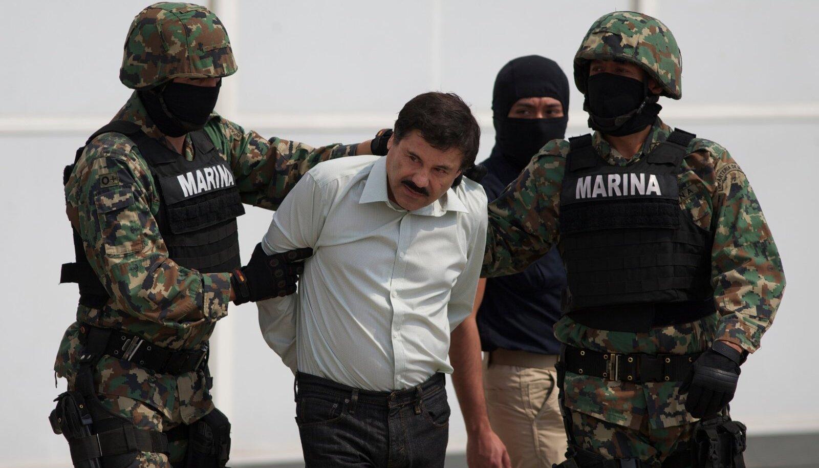 """TRELLIDE TAGA: Mehhiko mõjukaima kartelli juht """"El Chapo"""" on taas trellida taga, kuid tema kamraade see ei takista."""