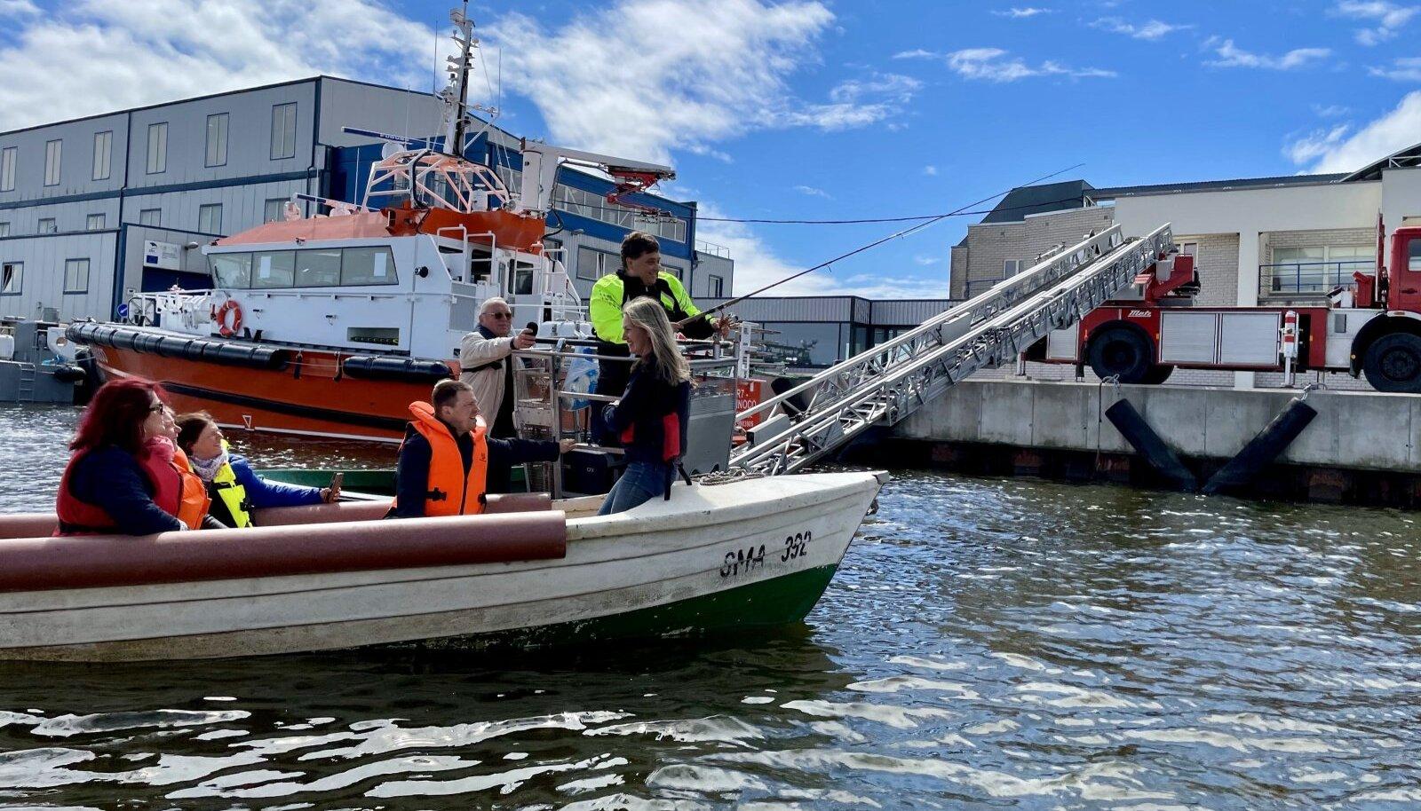 Uusi kalapüügitehnikaid Nasva külast. Märten Vaikmaa avastas võimaluse, kuidas päästeautoga kala püüda, kevadel, kui särg tuli.