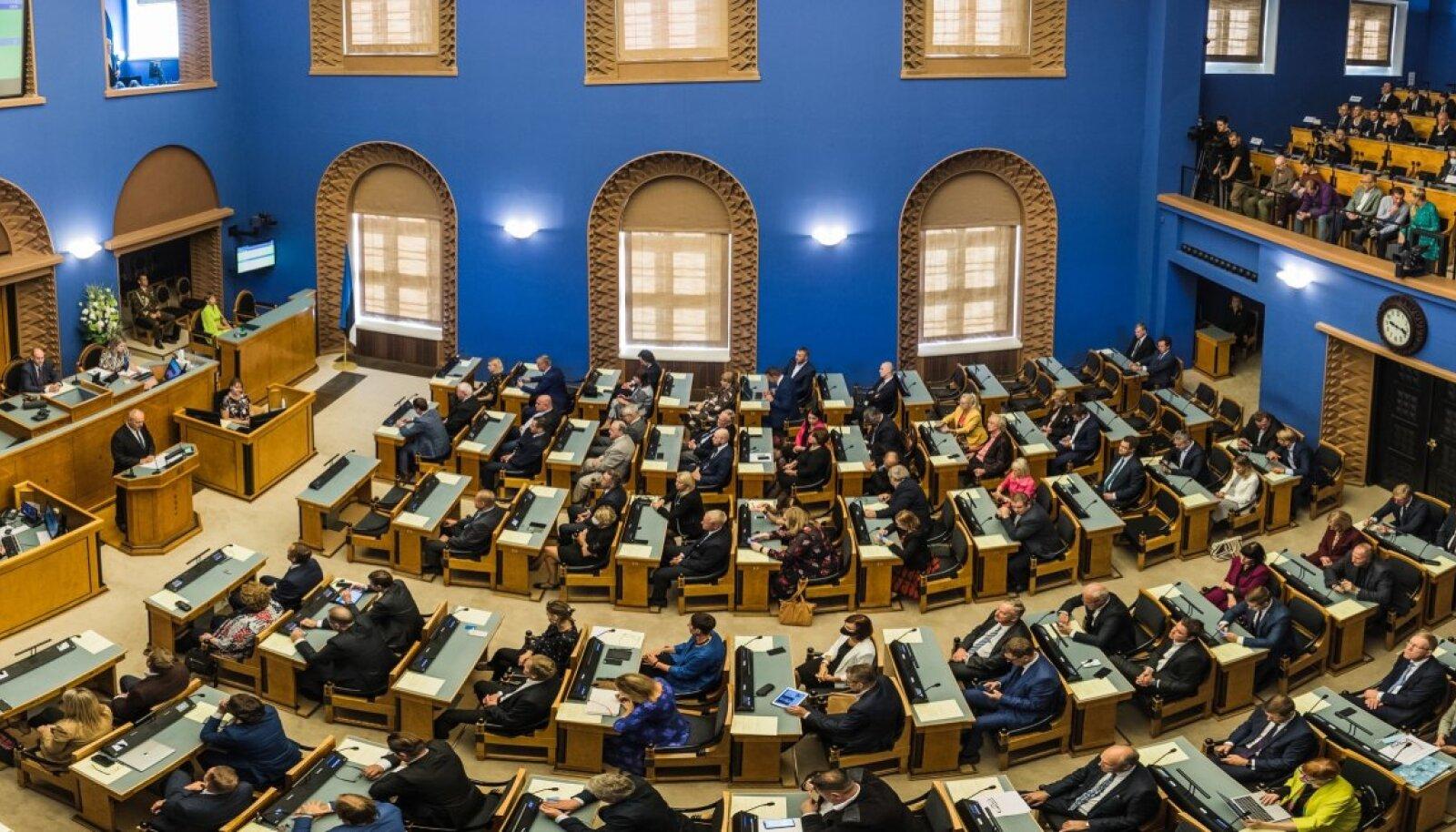 Kuna sotside fraktsioonis on lähikontaktne, paluvad nad riigikogu juhatusel olla valmis selleks, et esmaspäevane täiskogu istung tuleb läbi viia kaugosalusega.