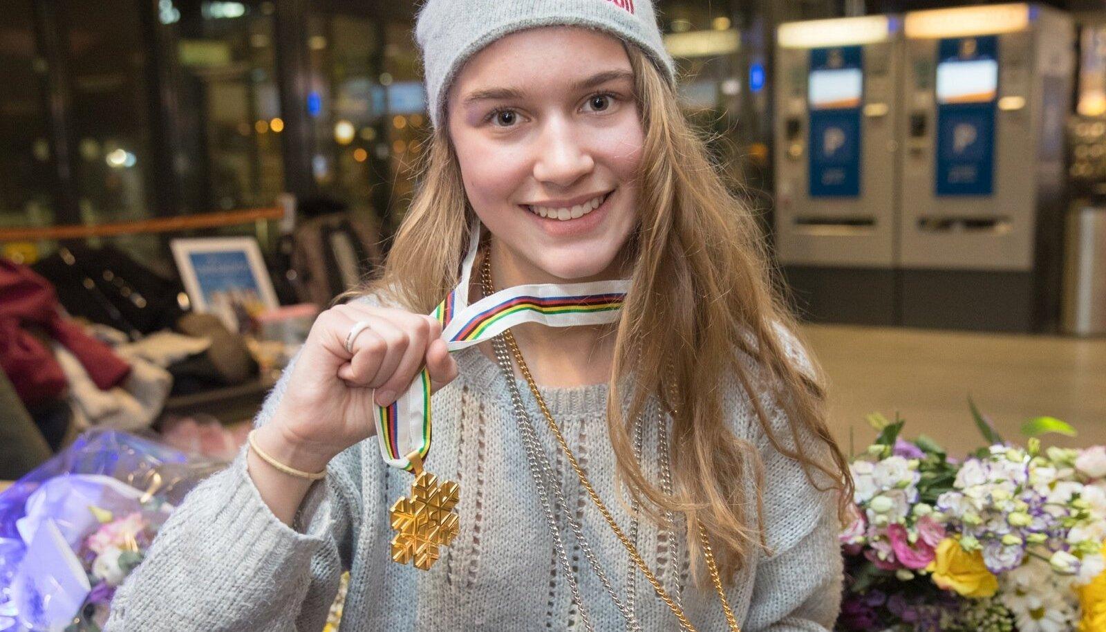 Kelly Sildaru tänavuse MM-kullaga.