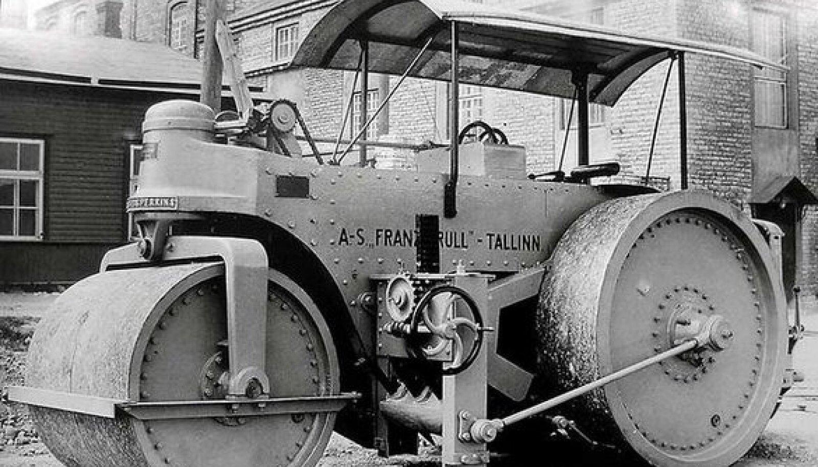TUNTUD OMA HEADUSES: Eelmise vabariigi aegsed Krulli teedeehitusmasinad, sealhulgas teerullid, olid tehasele heaks reklaamiks.