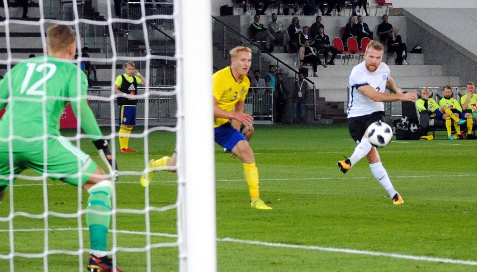 Rootsi väravavõrku sahistanud Henri Anier on nüüd koondise eest löönud 11 väravat.
