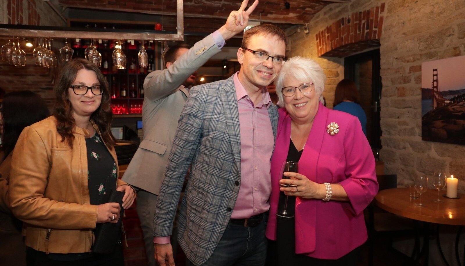 Eile tähistasid sotsid oma esinumbri Marina Kaljuranna supertulemust, mis tagas europarlamendi mandaadi ka Sven Mikserile.