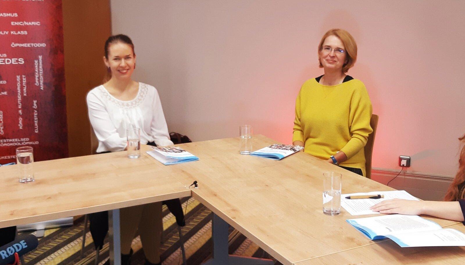 Erasmus+ praktikalugude kogumiku esitlus. Vasakult Anu, Kadri, Merike ja Greta