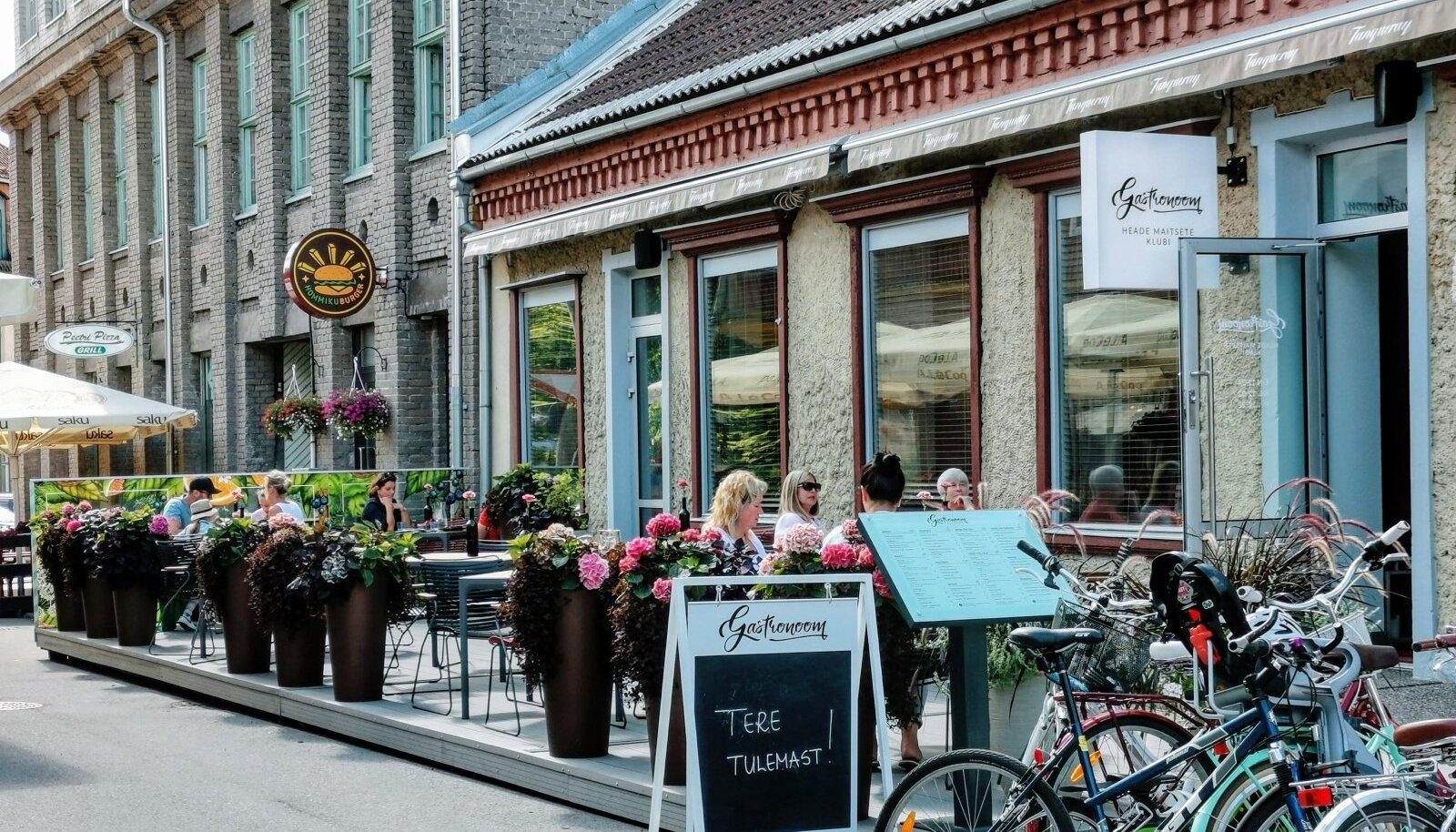 Suveterrassiga Gastronoom asub seal, kus vanasti oli armastatud Lime Lounge ja ammu enne seda kauplus Hommiku Gastronoom.