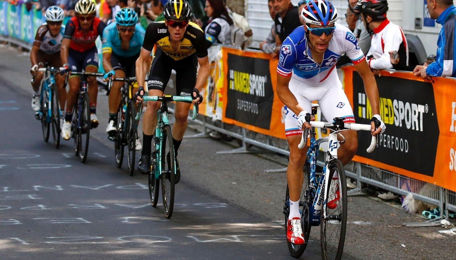 Tanel Kangert (grupi keskel) Giro 14. etapil