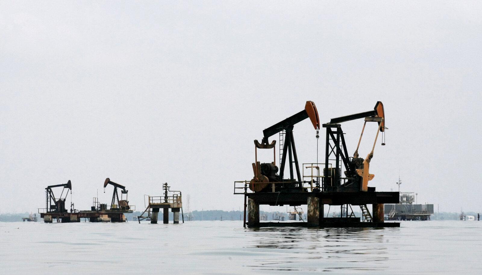 Nafta puurtornid