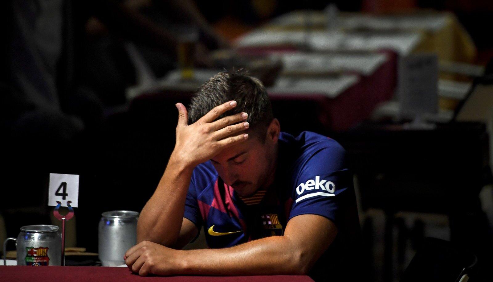 Lissaboni baaris eilset mängu vaadanud Barcelona fänn.