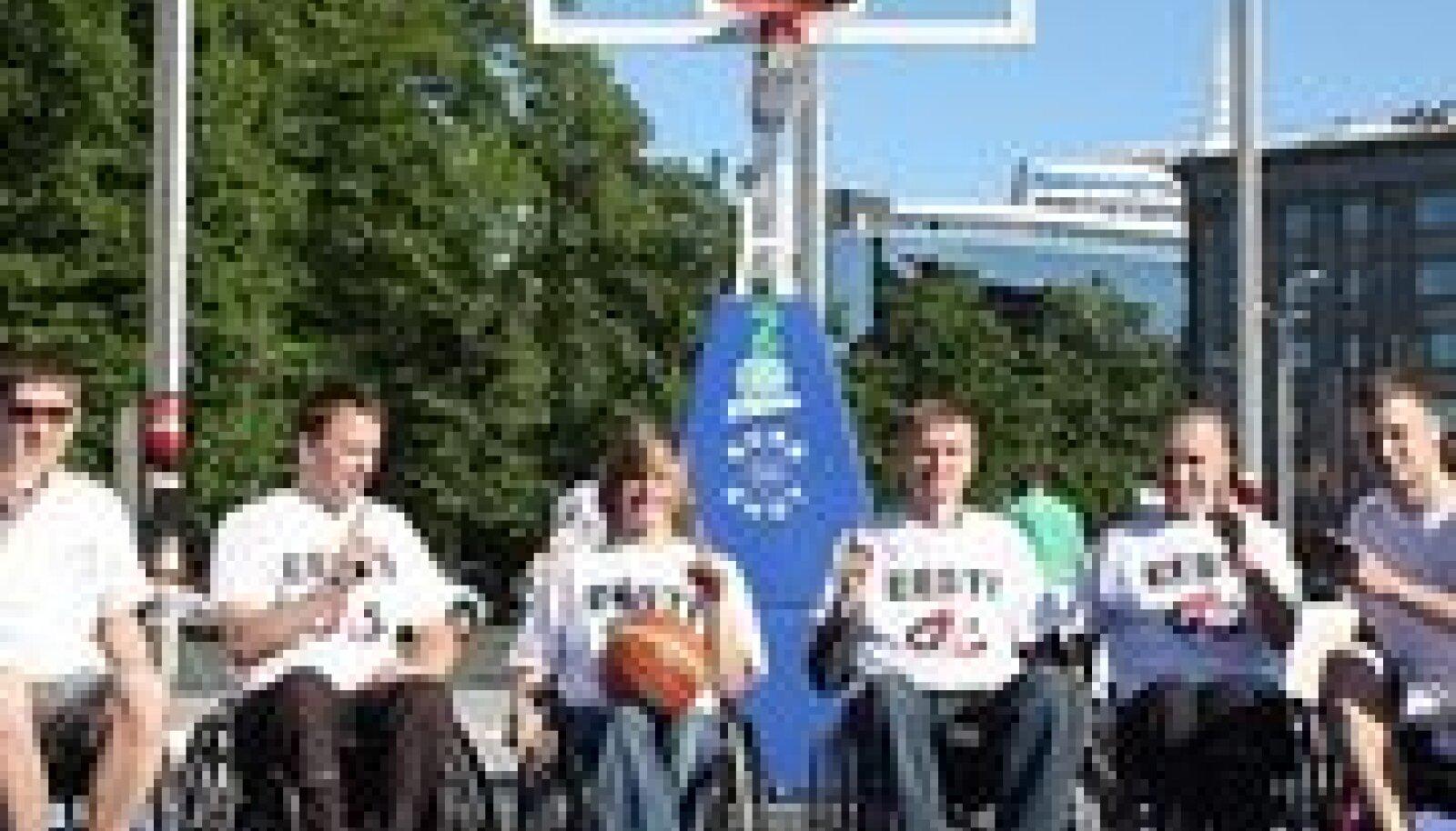 Esimesed ratastoolikorvpallurid!  Foto: Tiia Tiik