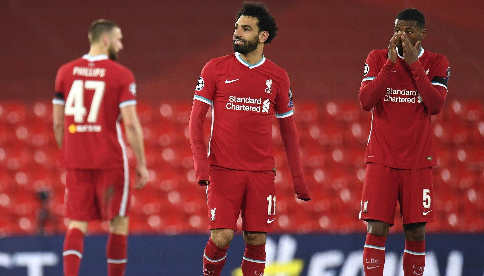Liverpooli mängijad Mohamed Salah (keskel) ja Georginio Wijnaldum (paremal).