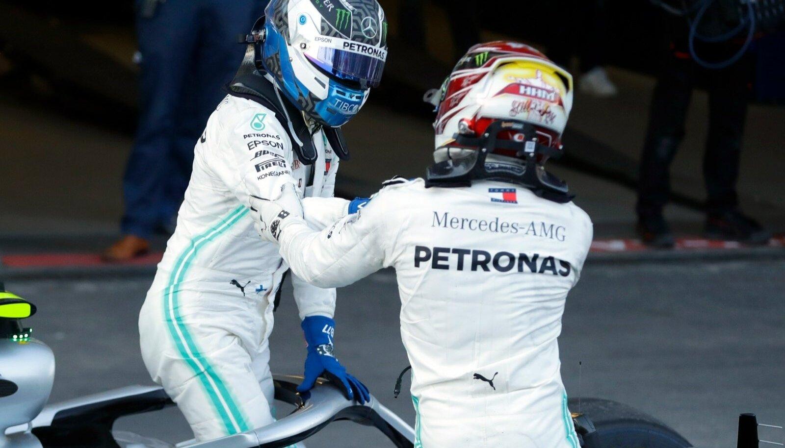 Mercedese duo Valtteri Bottas ja Lewis Hamilton on kõigilt neljalt etapilt noppinud kaksikvõidu.
