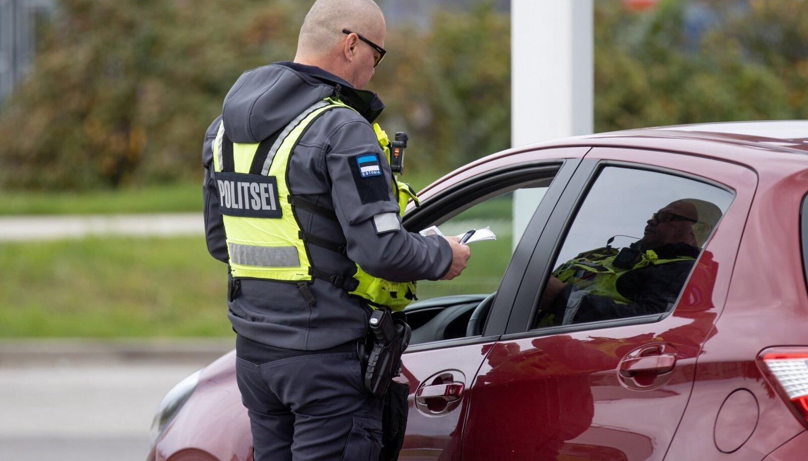 Politseireid roolis kõrvaliste asjadega tegelejate tabamiseks.